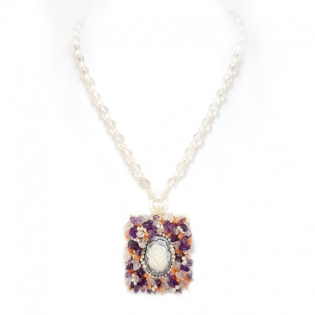 Necklace with pearls and beads of rose quartz