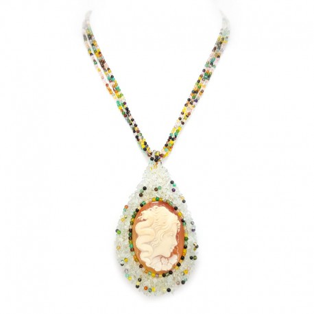 Necklace with pearls, green agate and cameo in carnelian