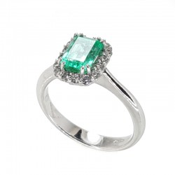 Ring in white gold, emerald and diamond