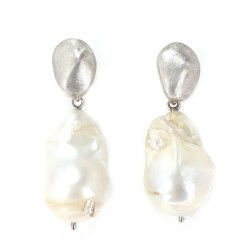 Pendant earrings in silver and pearls scaramazze