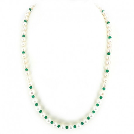Necklace of freshwater pearls and beads with green agate