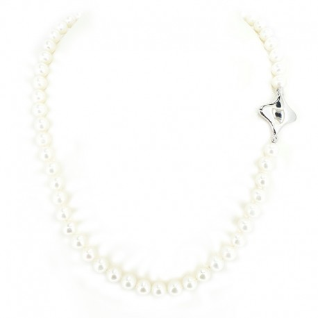 Necklace of fresh water pearls and clasp in white gold