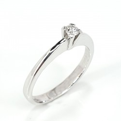 Solitaire ring in white gold and diamond