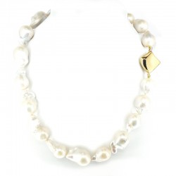 Scaramazza pearl necklace with yellow gold clasp