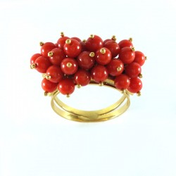 Ring in yellow gold and coral