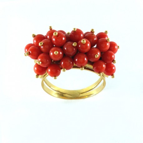 Ring in yellow gold and red coral