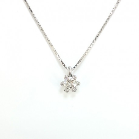 Necklace and pendant in white gold and diamonds