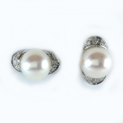 Earrings in white gold, pearls and diamonds