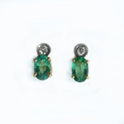 Earrings in white and yellow gold, emeralds and diamonds