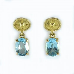 Earrings in yellow gold and topaz blue