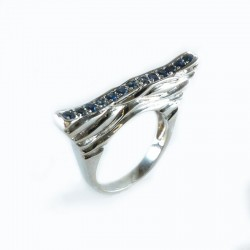 Ring in white gold and sapphires