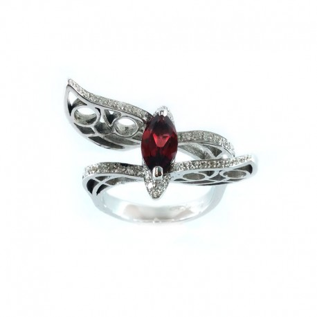 White gold ring with garnet and diamonds