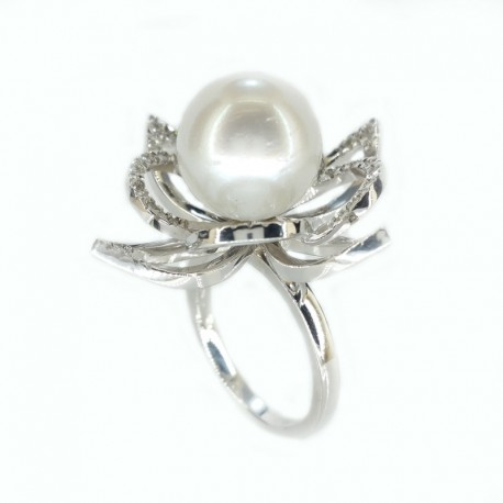 White gold ring with pearl, australian sea and diamonds