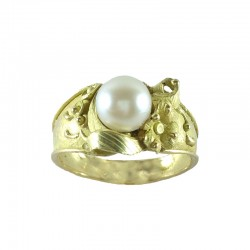Ring in yellow gold lost wax with pearl