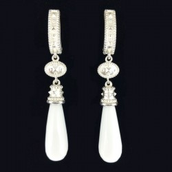 Silver earrings with pendant in white agate