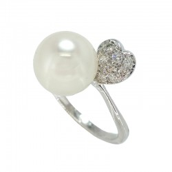 Ring in white gold, pearl and diamonds