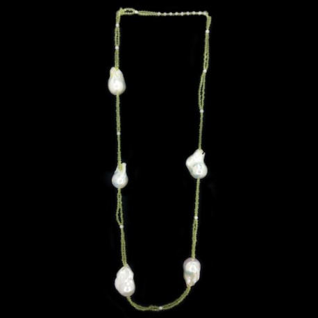 Necklace of peridot, pearls scaramazze and fresh water