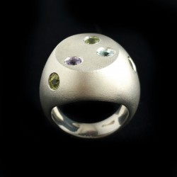 Chevalier silver ring with pure silvering and peridot, topaz and amethyst
