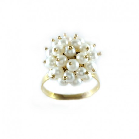 Ring in yellow gold with pearls